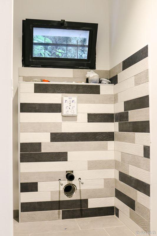 carrelage wc moderne stunning salle de bain moderne photo carrelage salle de bains et douches. Black Bedroom Furniture Sets. Home Design Ideas